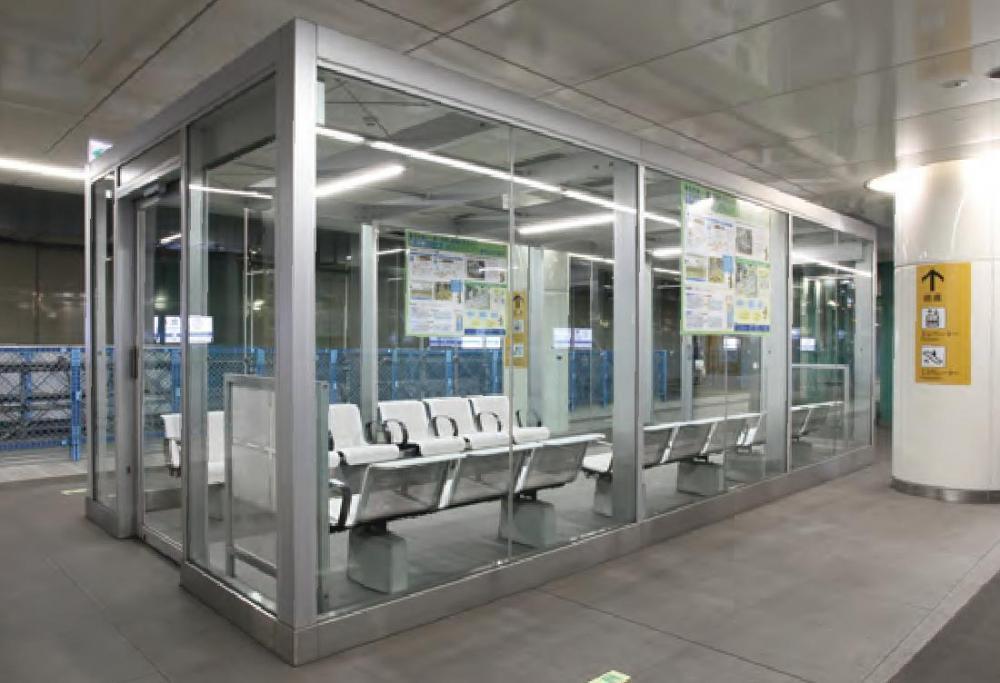 東北沢駅 待合室